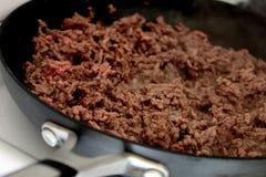 Brunitura della carne trittata Immagine Stock