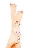 Brunn-ansade kvinnliga fot och händer Royaltyfri Fotografi