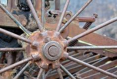 Brunn-använd lantgårdutrustning Arkivfoton