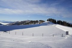 Brunnach滑雪场,圣奥斯瓦尔德,克恩顿州,奥地利- 2019年1月20日:对环境美化的水库的看法在Brunnach滑雪 库存图片