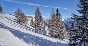 Brunnach Ski Resort, St Oswald, Carinthia, Áustria - 20 de janeiro de 2019: Vista sobre a paisagem do inverno à estação da montan imagens de stock