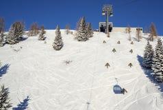 Brunnach Ski Resort, st Oswald, Carinzia, Austria - 20 gennaio 2019: Fotografato alla strada privata con la gondola alla cima fotografia stock libera da diritti