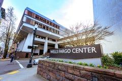 Brunnar Fargo Center i i stadens centrum Portland Royaltyfria Bilder