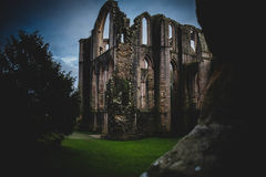 Brunnen Abbey Ruins, Ripon Großbritannien lizenzfreies stockbild