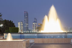Brunnen in Abu Dhabi, UAE Stockbild