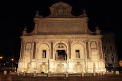 Brunnen Acqua Paola nachts Stockfoto