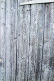 Brunnen alterte hölzerne Planken - Tür mit Scharnier lizenzfreie stockfotografie