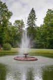 Brunnen in Aluksne, Lettland lizenzfreie stockfotografie