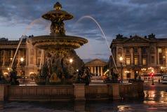 Brunnen auf dem Place de la Concorde nachts Lizenzfreie Stockbilder