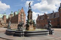 Brunnen auf Frederiksborg-Schloss Stockbild