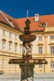 Brunnen bei Stift Melk, eine Benediktinerabtei in der Stadt von Melk in Österreich Stockbilder