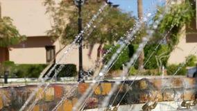 Brunnen Bereich der Erholung am im Freien in der Hotelansicht stock video