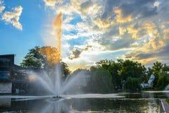 Brunnen in Budapest am Ende des Tages lizenzfreies stockfoto