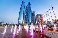 Brunnen an den Etihad-Türmen in Abu Dhabi Stockfoto