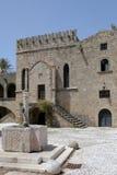Brunnen in der alten Stadt von Rhodos, Griechenland lizenzfreie stockfotos