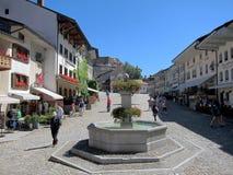 Brunnen in der Hauptstraße von Gruyères-Dorf stockfotografie