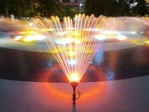Brunnen in der Nacht Stockbild