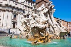 Brunnen der vier Flüsse mit ägyptischem Obelisken auf Marktplatz Navona in Rom. Italien. Stockfotos