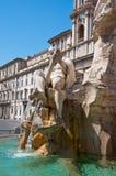 Brunnen der vier Flüsse mit ägyptischem Obelisken auf Marktplatz Navona in Rom. Italien. Stockbild