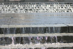 Brunnen des fließenden Wassers Lizenzfreie Stockfotos