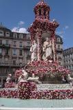 Brunnen-DES Jacobins während des Festivals von Rosen Stockbild