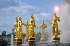 Brunnen-Freundschaft von V?lkern auf dem Gebiet der Gesamt-russischen Ausstellungsmitte stockfoto
