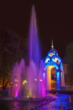Brunnen Gazebo Spiegelstrom in Charkiw Lizenzfreies Stockbild