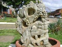 Brunnen geschnitzt im Stein stockfoto