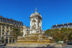 Brunnen-Heiliges-Sulpice, Paris Stockbilder
