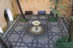 Brunnen im Hof Lizenzfreies Stockfoto