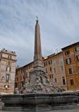 Brunnen im quadratischen Pantheon Stockfotos