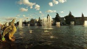Brunnen im Stadtpark stock footage