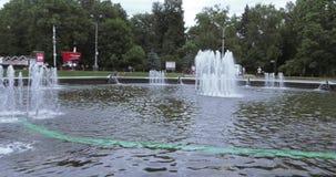 Brunnen im Stadtpark Sokolniki stock footage