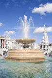 Brunnen im Trafalgar Quadrat in London Stockbilder