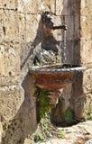 Brunnen im Tufffelsen Lizenzfreies Stockbild
