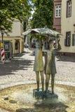Brunnen mit drei Mädchen am Ballquadrat in Mainz Stockbilder