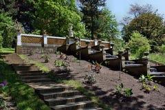 Brunnen mit Skulpturen von Blumen Lizenzfreie Stockfotografie