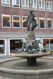 Brunnen mit Statuen in der Stadt von Bonn in Deutschland Lizenzfreie Stockfotografie