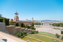 Brunnen nähern sich Nationalmuseum der Kunst in Barcelona stockfoto