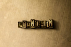 BRUNNEN - Nahaufnahme des grungy Weinlese gesetzten Wortes auf Metallhintergrund Lizenzfreie Stockbilder
