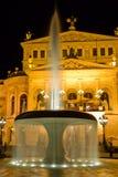 Brunnen nahe dem Opernhaus Stockfoto