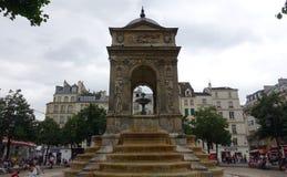 Brunnen in Paris Lizenzfreie Stockfotos