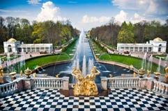 Brunnen in Peterhof Lizenzfreie Stockbilder