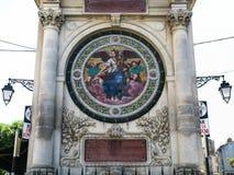 Brunnen Pierres-Amedee Pichot in Arles-Stadt lizenzfreie stockbilder
