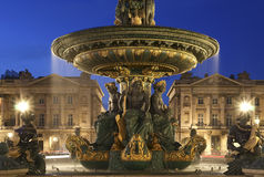 Brunnen am Platz de la Concorde in Paris Lizenzfreie Stockfotos