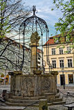 Brunnen in Quadrat Nikolaikirchplatz Nicholas in Berlin, Deutschland Lizenzfreie Stockfotos