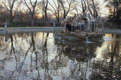 Brunnen in Retiro-Park Madrid, Spanien Lizenzfreie Stockfotografie