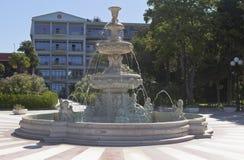 Brunnen in ` Sanatoriumgebiet ` Yuzhnoe Vzmorye in der Erholungsortregelung Adler, Sochi, Krasnodar-Region, Russland Stockbild