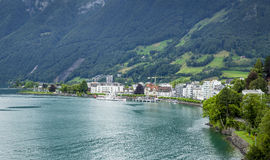 Brunnen stad på kusterna av Lucerne sjön Arkivfoton