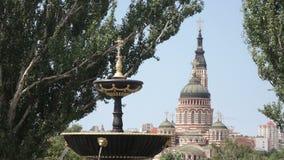 Brunnen in Stadtpark Pokrovsky-Quadrat in Kharkov stock footage